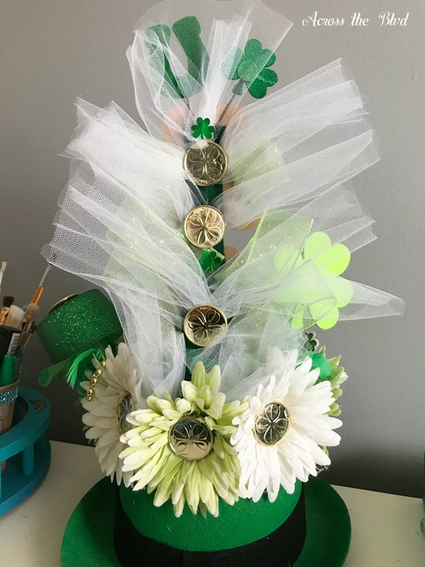 leprechaun hat centerpiece with white tulle