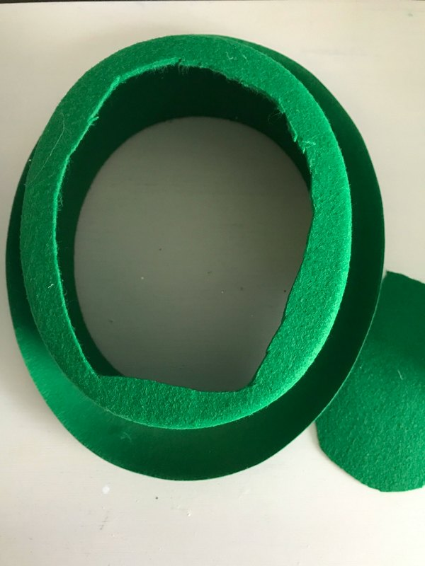 leprechaun hat with top circle cut out